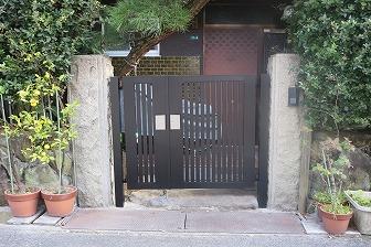 スタンダードなデザインで機能性◎の門扉に取替